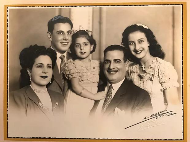 A família Bunducki, da esquerda para a direita: a mãe, D. Elisa, o irmão, Samir, D. Nádira, o pai, Taufic e a irmã, Samira.
